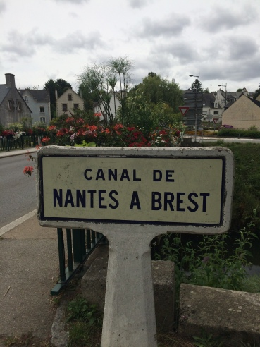 Following the historic Canal de Nantes a Brest on the Velodessy