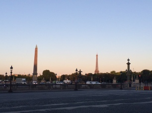 Sunrise bicycle ride through Paris