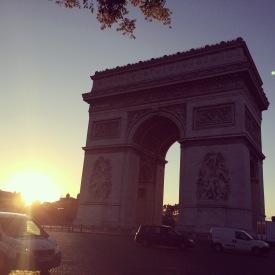 Sunrise bicycle ride through Paris